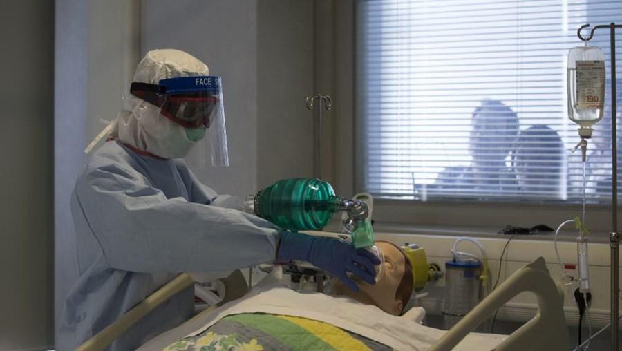 Cruz Mateta, coordenador do FCSSS de Angola, afirma haver falta de medicamentos e materiais diversos em todos os hospitais do país