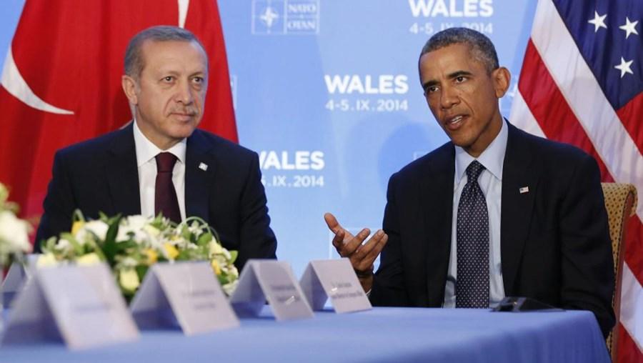 O presidente turco, Recep Tayyip Erdogan, e Barack Obama numa reunião bilateral durante a cimeira da NATO, realizada em Newport, País de Gales