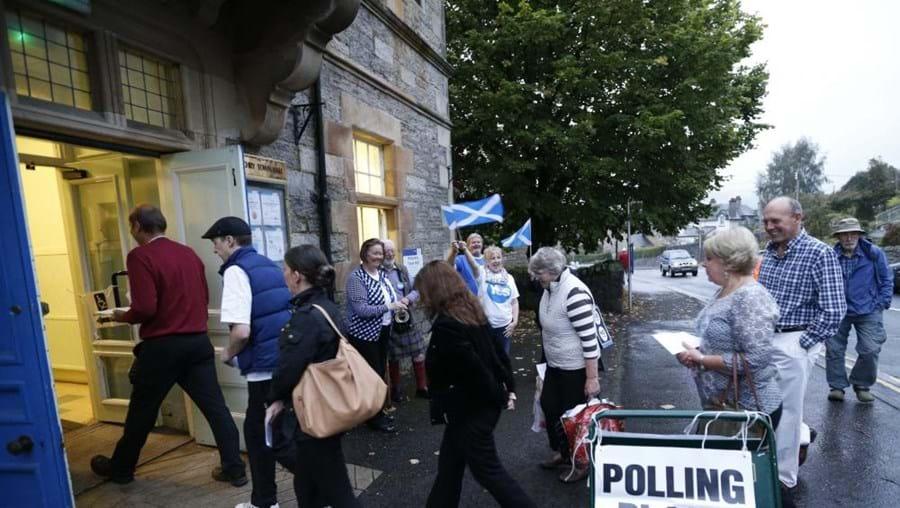 Escoceses decidem esta quinta-feira. Mesas de voto estão abertas até às 22h00