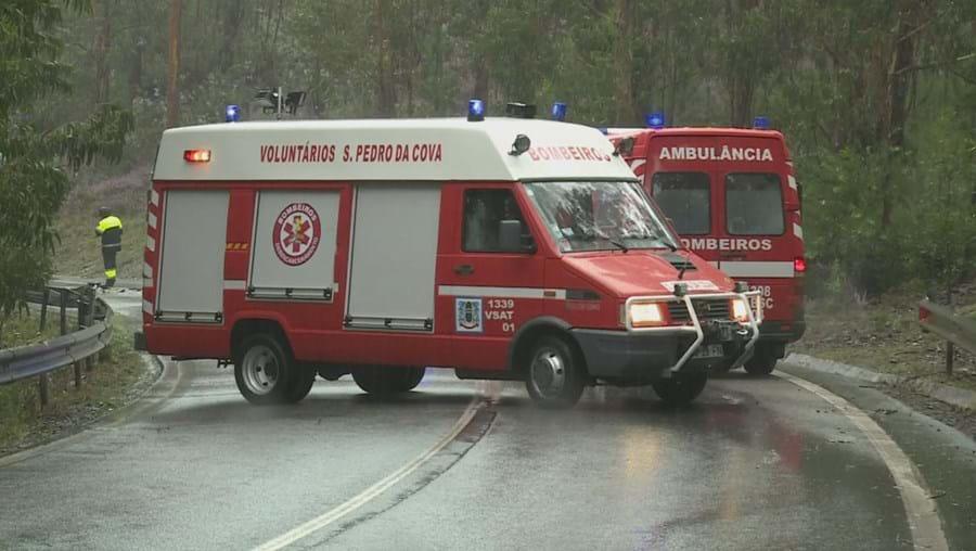 Veículo ligeiro colidiu com camião