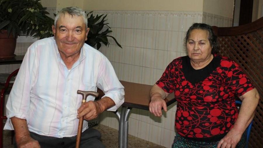 Casal de idosos, com 82 e 80 anos de idade