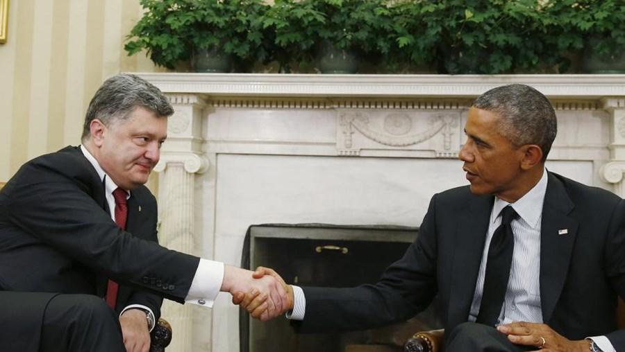 O presidente ucraniano e Barack Obama na Sala Oval, na Casa Branca.