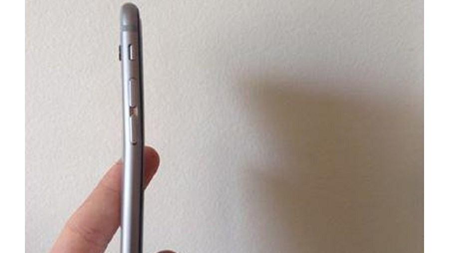Um amigo do dono deste iPhone partilhou a imagem nas redes sociais e fóruns online