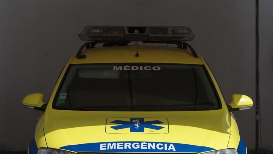 Os bombeiros pediram auxílio ao INEM