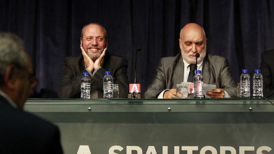 Carlos Mendes homenageado, pelos seus 50 anos de carreira e o Presidente da Sociedade Portuguesa de Autores, José Jorge Letria