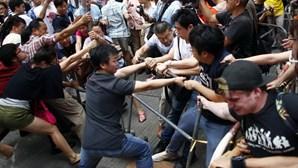Hong Kong: Polícia volta a carregar sobre manifestantes