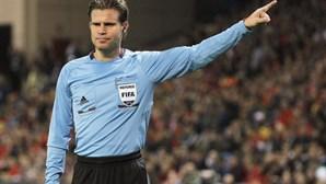 Felix Brych arbitra jogo entre Portugal e a Dinamarca