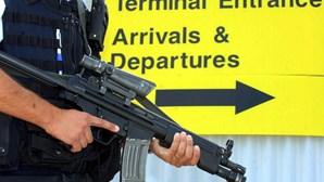 Dois detidos e explosivos apreendidos na Irlanda do Norte
