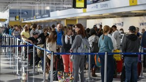 Ébola: UE vai discutir controlo nos aeroportos europeus
