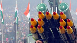 Índia testa com êxito míssil telecomandado