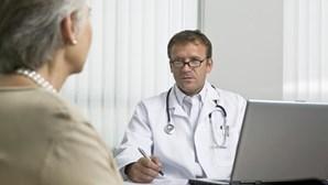 Dois médicos e três farmacêuticos arguidos por burla