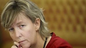 Ministra das Finanças recorda apoio do PS