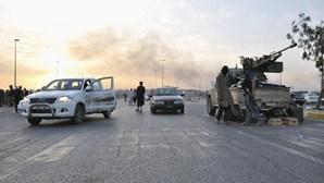 Armas largadas de avião para curdos caíram nas mãos do ISIS