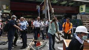 Hong Kong: Polícia impede taxistas de retirar barricadas