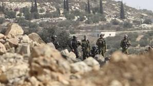 Soldados israelitas feridos por disparos vindos do Egito