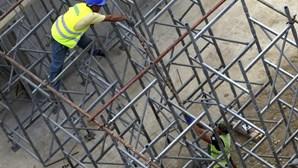 """Jovens desempregados de Luanda agarram-se a biscates """"para sobreviver"""""""