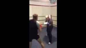Idoso derrota pugilista musculado