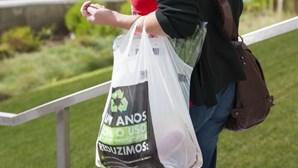 Hipermercados usam menos plástico, têm pratos e copos recicláveis e apostam no granel