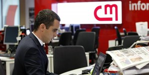 O pivô Rui Pedro Vieira prepara os blocos informativos da CMTV