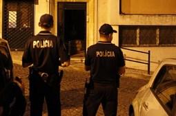 Elementos da Polícia de Segurança Pública detiveram o homem