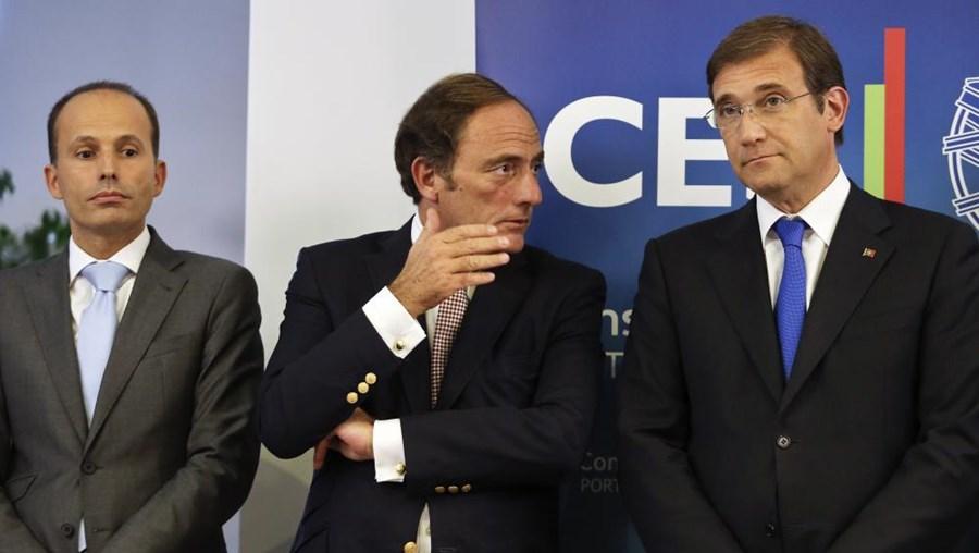 O Executivo PSD/CDS-PP comprometeu-se com a 'troika' a reduzir o défice para os 2,5% do PIB em 2015