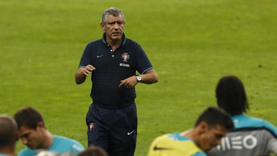 Fernando Santos vai tentar pôr fim a uma série de oito derrotas consecutivas em jogos frente aos gauleses