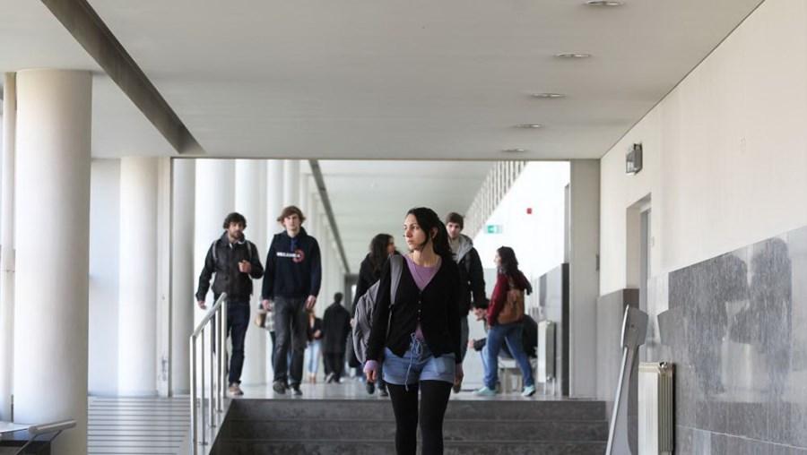 Universidades e politécnicos deram mais quatro mil diplomas em 2016/2017