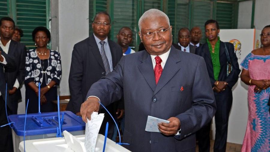 Armando Guebuza, presidente de Moçambique, durante as eleições municipais de 2013