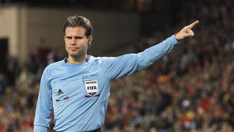 Felix Brych durante um jogo do Mundial 2014