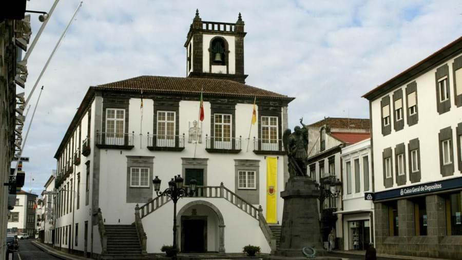 O espólio de Fátima Sequeira Dias foi entregue à Câmara de Ponta Delgada