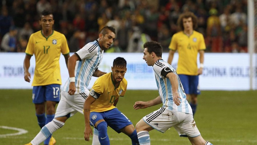 Duelo entre Messi e Neymar