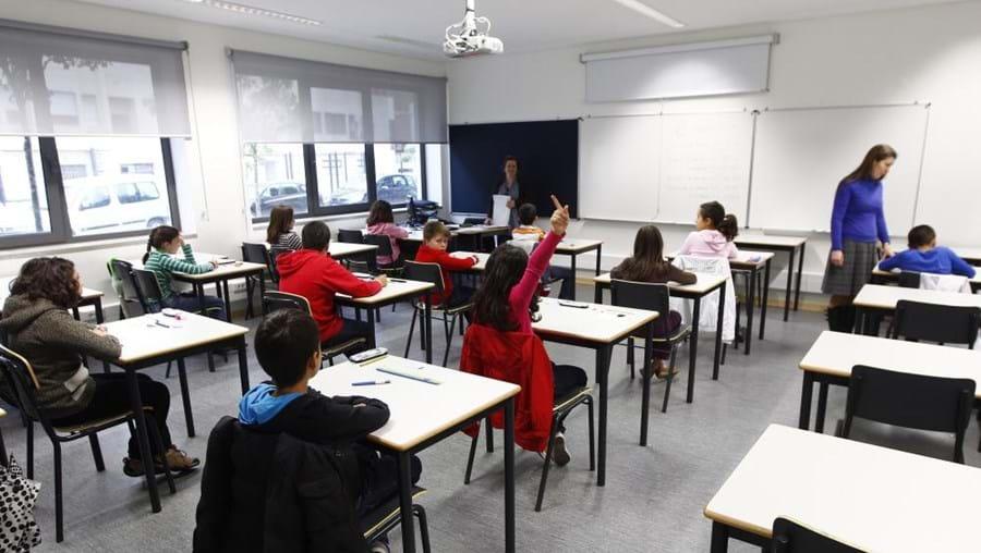 Neste momento, ainda existem alunos sem professores