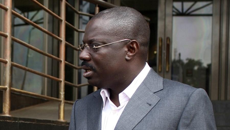 O general Bento 'Kangamba' está a ser alvo de uma investigação por lavar dinheiro no nosso país