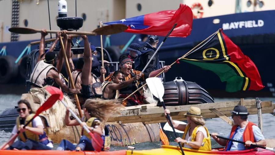 O protesto contou com a presença dos 'Guerreiros Climáticos do Pacífico'