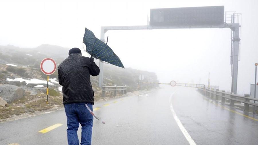 Previsões de chuva que poderão ser acompanhados de trovadas