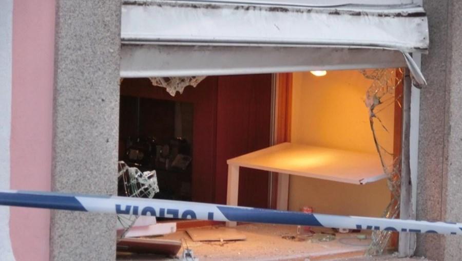 Três assaltantes rebentaram a montra da ourivesaria, em Aveiro