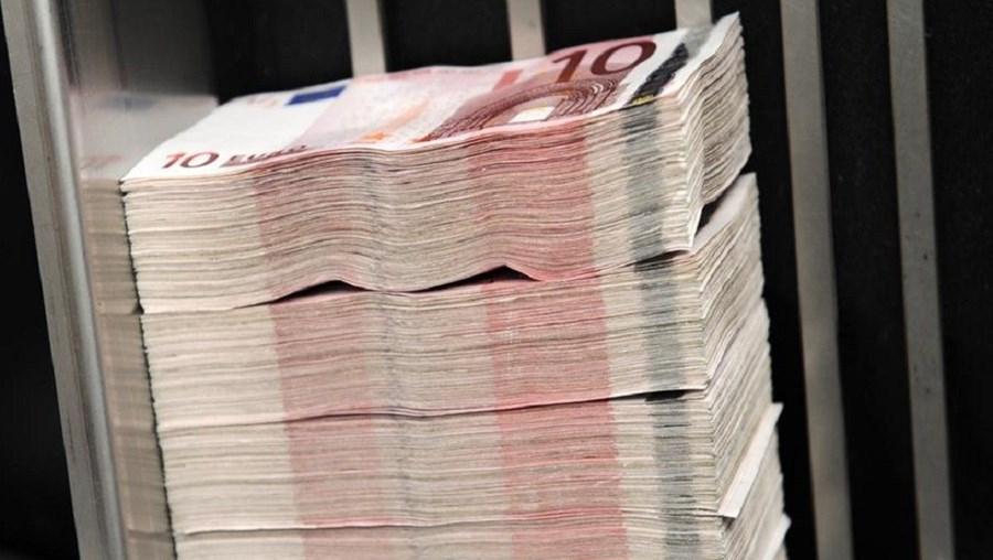 Burlas mais recentes prendem-se com as novas notas de 5 e 10 euros