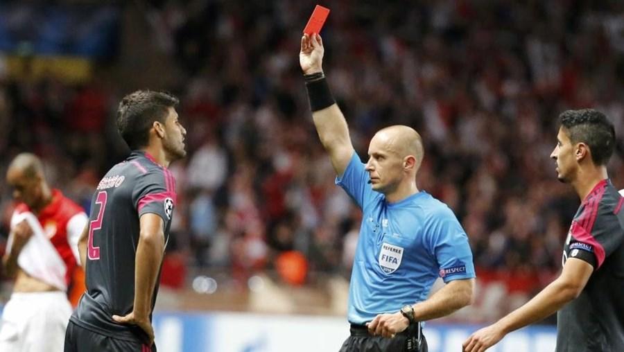 Lisandro López viu o cartão vermelho direto