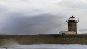 Oito barras do continente fechadas devido à agitação marítima