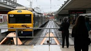 Circulação de comboios retomada após queda de catenária na Linha de Cascais