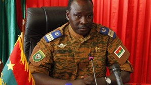 Carta de transição do Burkina Faso oficialmente assinada