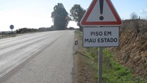 Derrocada de muro em Sintra fecha estrada para Almoçageme