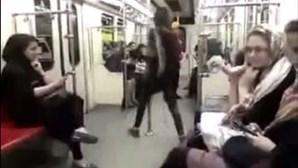 Jovem muçulmana desafia governo com dança
