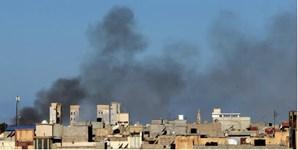 Coluna de fumo nas áreas onde ocorrem confrontos, na Líbia