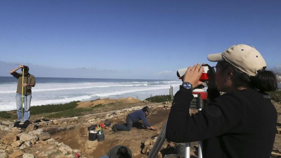 Arqueólogos procedem às escavações do convento islâmico no litoral de Sintra, no Alto da Vigia