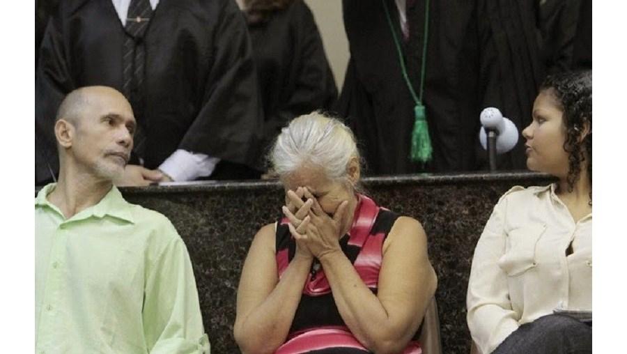 Jorge Beltrão Silveira, Isabel Cristina Pires e Bruna Oliveira da Silva em tribunal