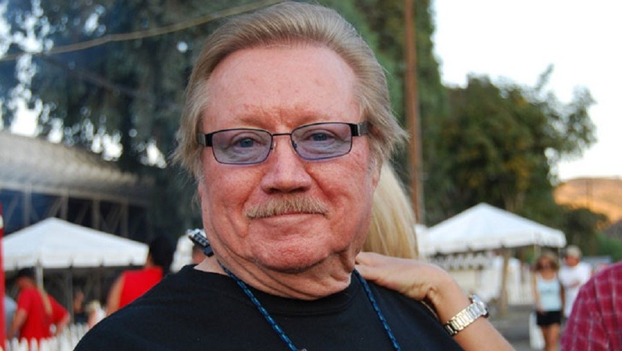 """O produtor da série televisiva """"Magnum, PI"""" morreu aos 77 anos"""