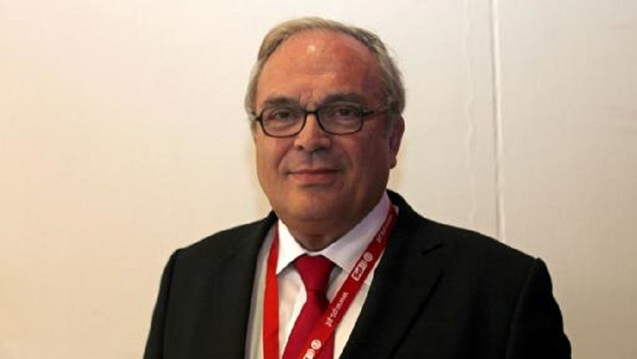 Couto dos Santos (PSD) e José Lello (PS) (na imagem) defendem a reposição das subvenções vitalícias para os políticos