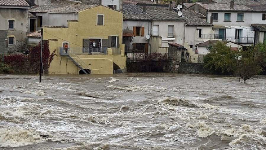 Na primeira tempestade, em meados de setembro, morreram seis pessoas