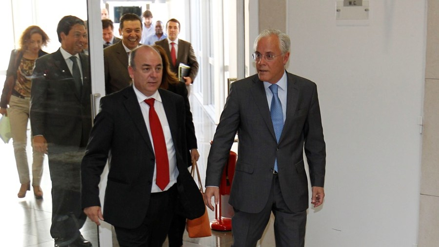 Miguel Macedo, na foto com o diretor do SEF Manuel Jarmela Palos, agora detido